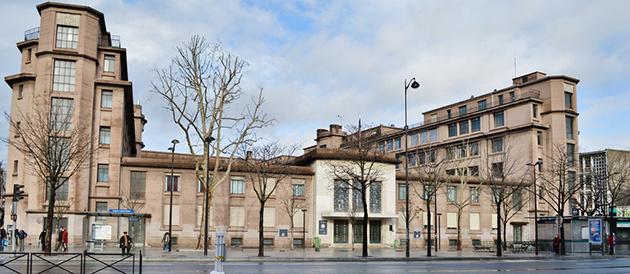 La cité scolaire Hélène Boucher vue de l'avenue du Trône.